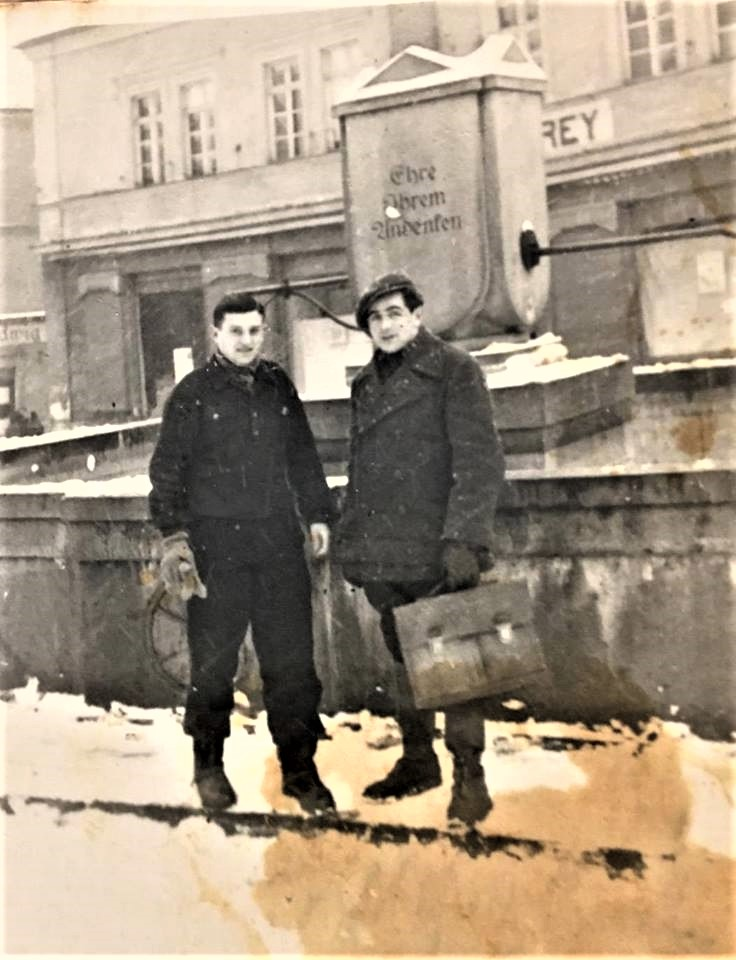 Szymon Waldman (on the left) after the war, prior to emigration to Israel