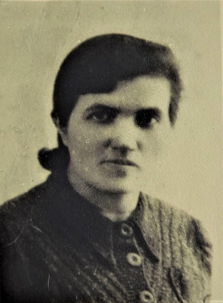 Scheindel Landau nee  Regenbogen, mother of Dov Landau, murdered in Bełżec in 1942